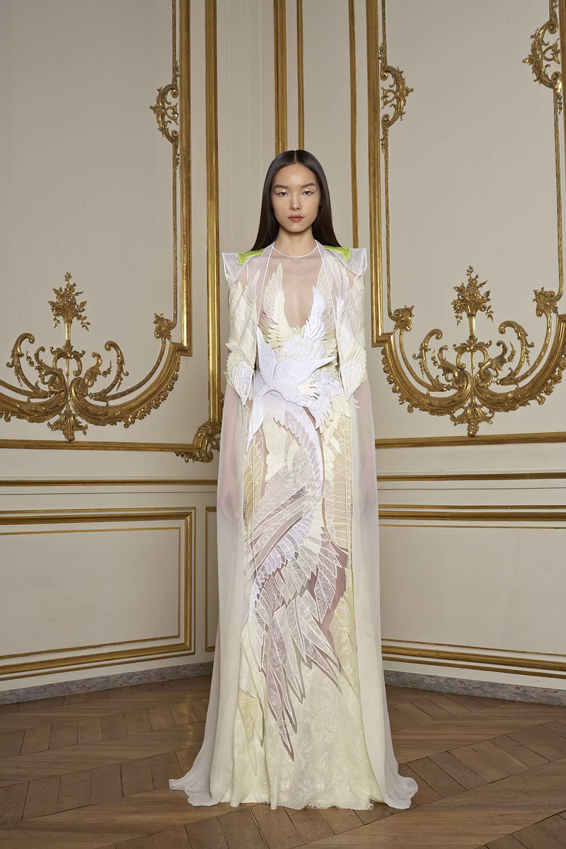Fashionistas daily com givenchy spring 2011 haute for A haute couture