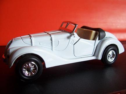 BMW 328- Año 1936 (Auto a escala, de  costado)- JE Rodríguez