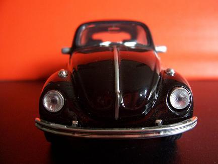 Volkswagen Beetle- Año 1945 (auto a escala, de frente)- JE Rodríguez
