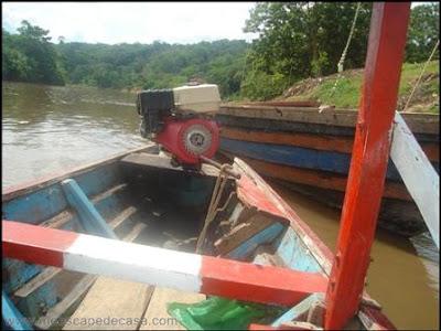 motor de un bote en el puerto de tahuishco (moyobamba, peru)
