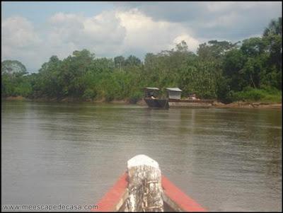 paseando en bote por el rio mayo (moyobamba, peru)