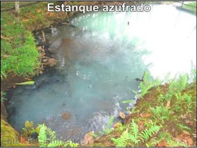 estaque de agua sulfurosa de oromina en moyobamba, peru