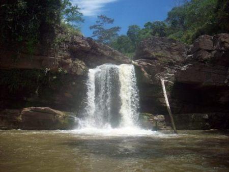 Primera cascada de Lahuarpía (Moyobamba, Perú)