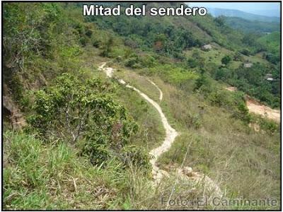 mitad del sendero a la carretera para llegar a chapawanki (lamas, peru)