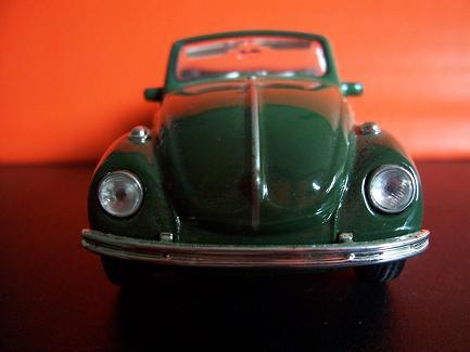 VW Beetle Cabriolet- Año 1945 (auto a escala, de frente)- J.E. Rodríguez