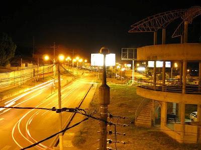 Avenida Lima en la madrugada, Tarapoto (Perú)
