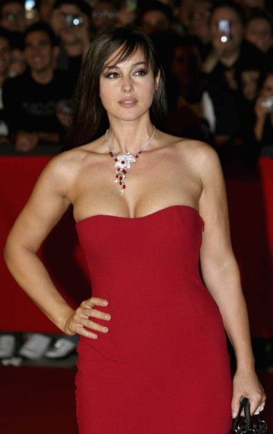 Monica Bellucci Hot Photos