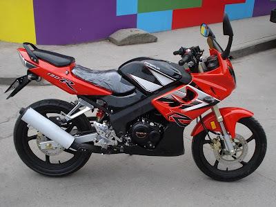minerva R150, motor mirip CBR, modelnya meniru CBR150