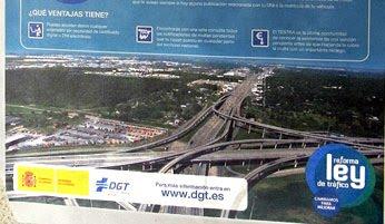 foto del scalextric que acompaña la nueva campaña de la DGT