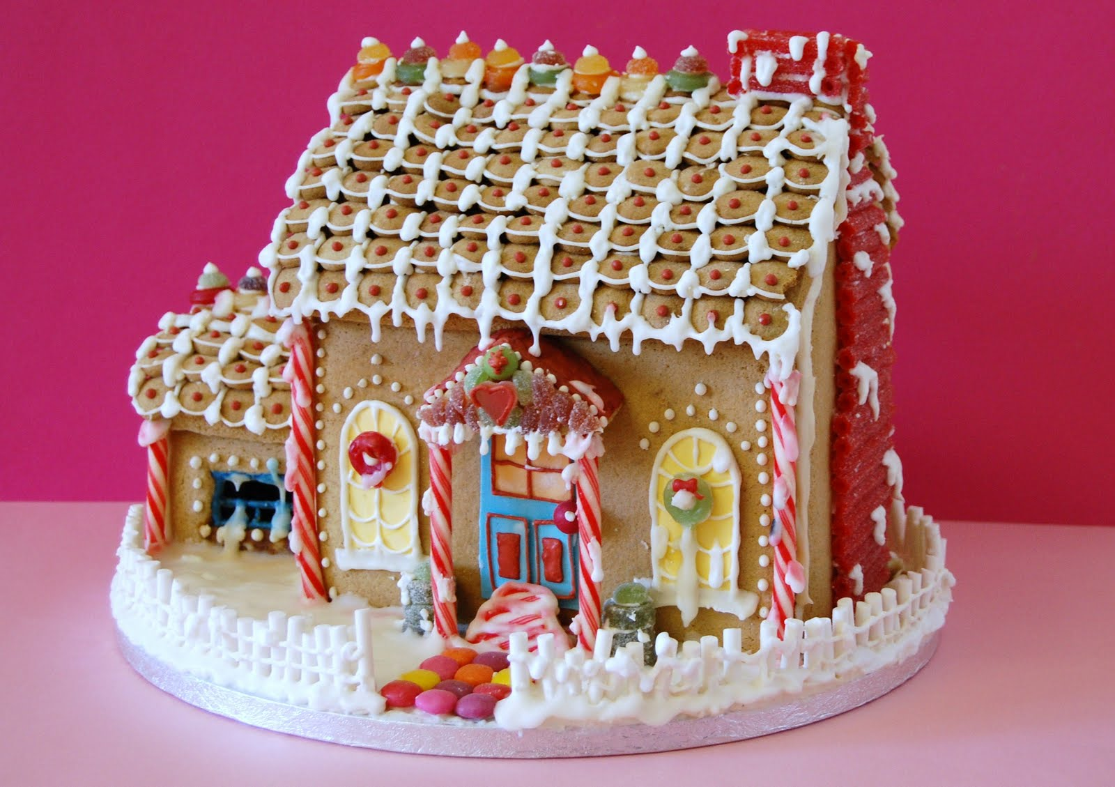 Cute and sassy designs by bonnie gingerbread houses for Gingerbread house inspiration