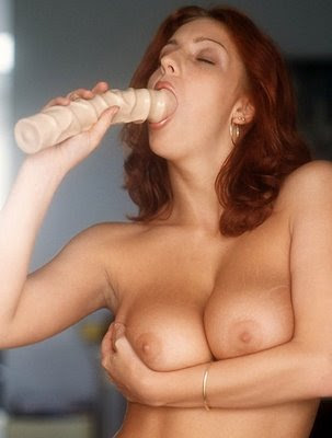 Nude MILF using dildo