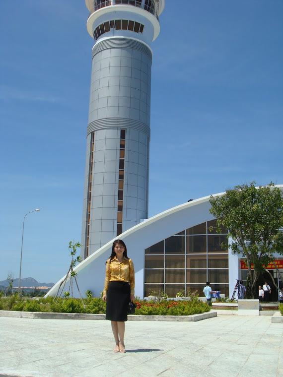Trước Đài chỉ huy Sân bay Cam Ranh ngày khánh thành 5/2009