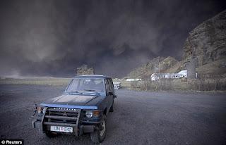Gunung Meletus di Islandia 3