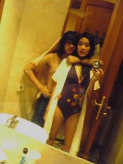 foto seksi widi vierra di kamar mandi