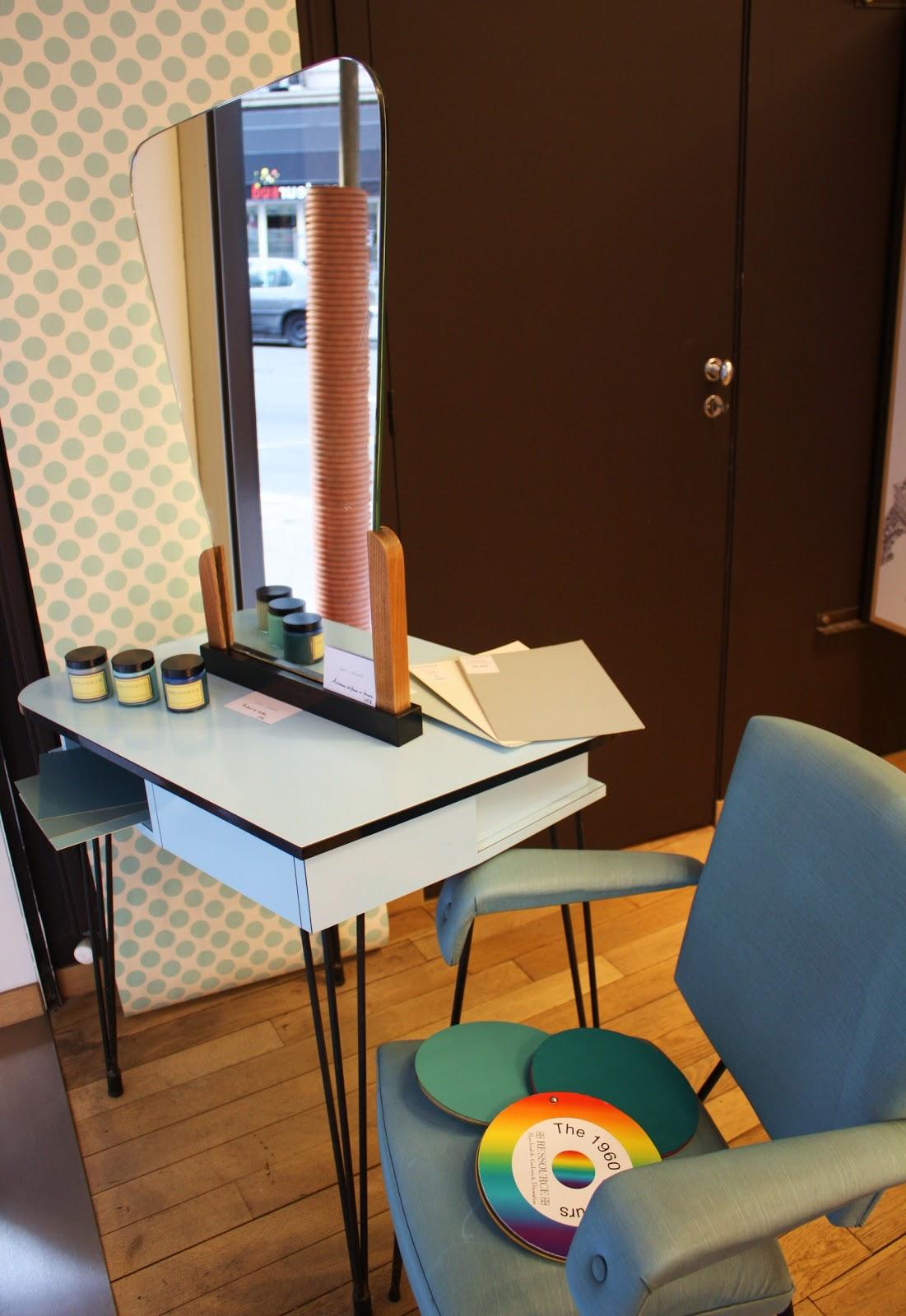 past present petit salon de coiffure. Black Bedroom Furniture Sets. Home Design Ideas