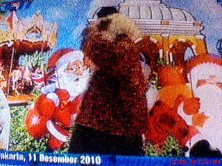 Sinter Klas menari Jaipong dengan batik