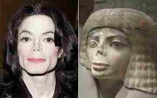 Estatua egipcia parecida a Michael Jackson