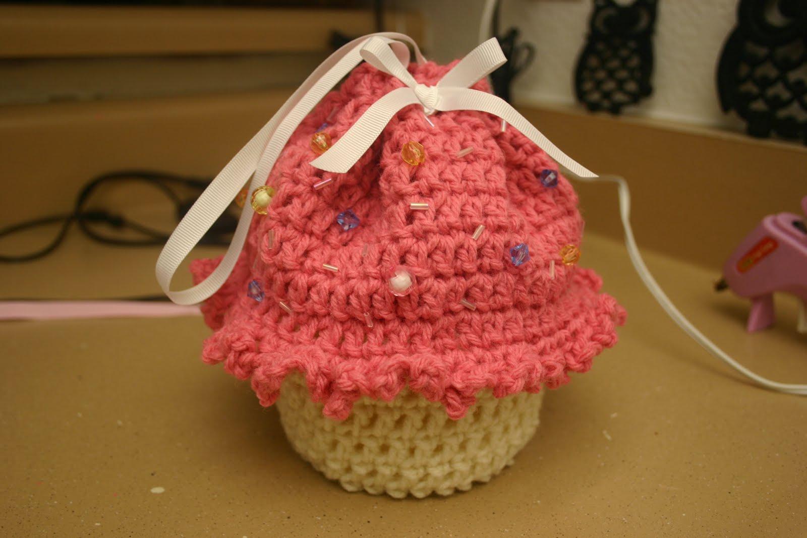 Cupcake Cradle Purse Crochet Pattern ~ Dancox for .