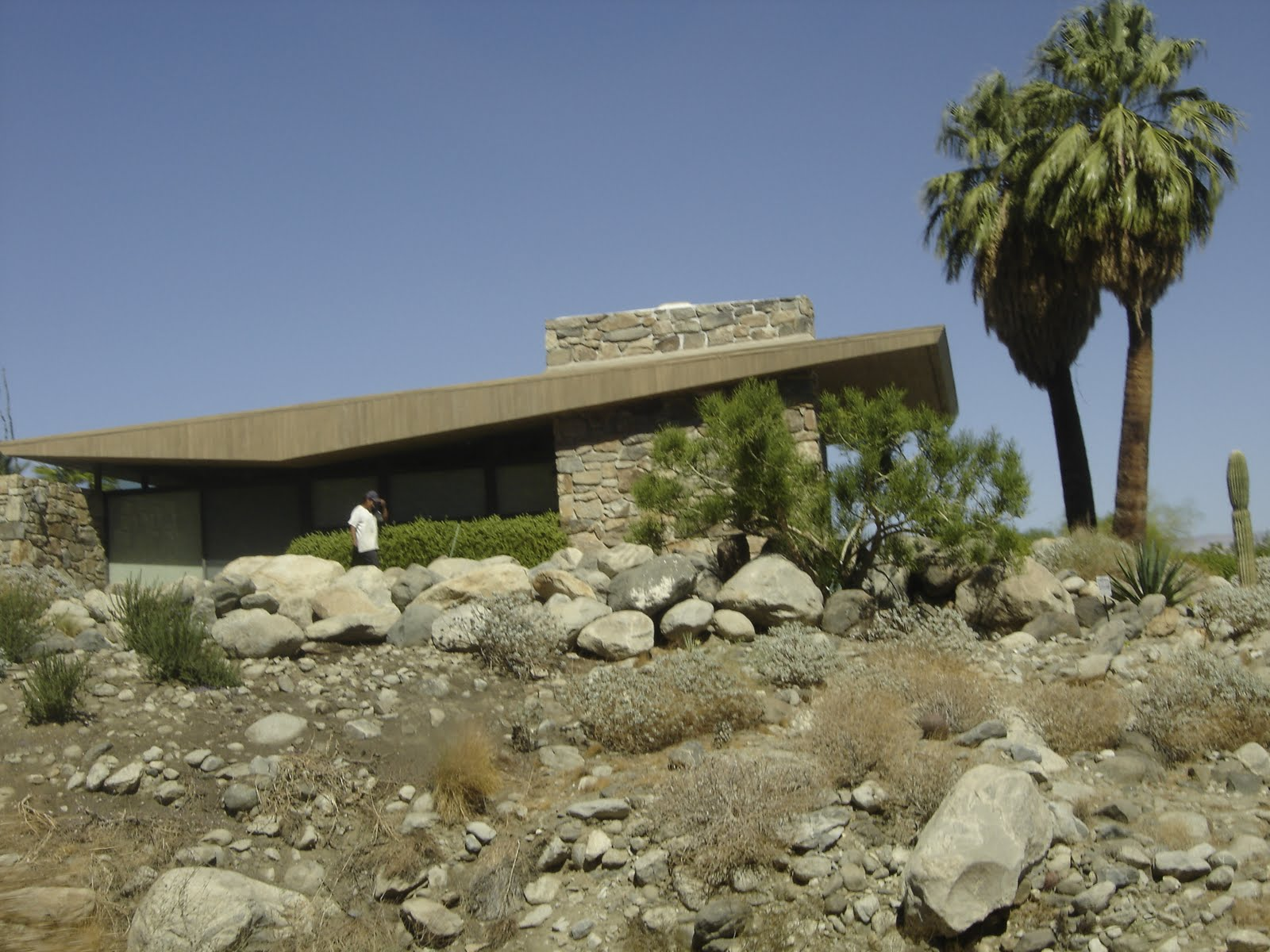 Places to go buildings to see edris house palm springs for The edris house palm springs