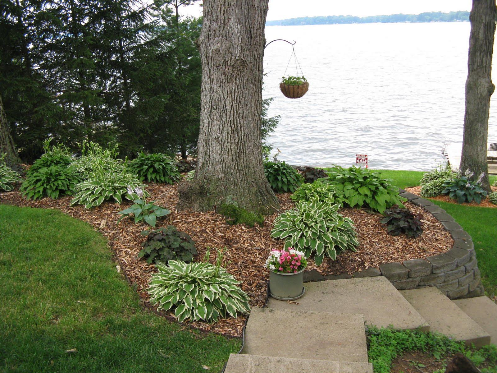 Lake House Backyard Design :  wwwlandscapeideasandpicturecombackyardlandscapingideaspictures