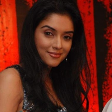Asin Thottumkal bollywood actress Twitter profile
