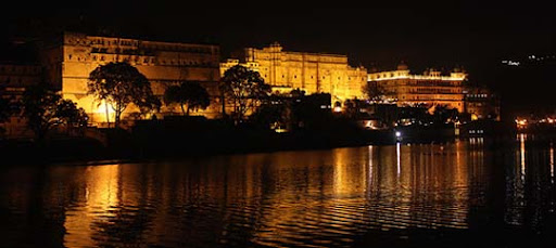 Night+View+ +City+Palace+%28Udaipur%29+from+across+Lake+Pichola The Incredible India: 90 Spectacular Photos