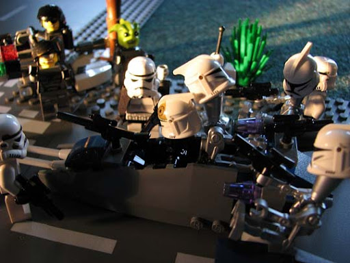 We%27re+Totally+Not+the+Droids+You%27re+Looking+For 50 Incredibly Creative LEGO Creations