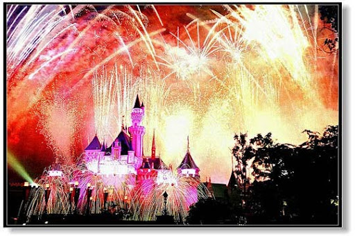 Firework+at+Disneyland,+Hong+Kong 60+ Jaw Dropping Examples of Fireworks Photography