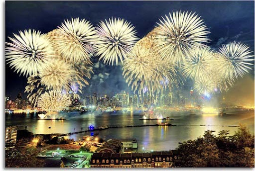 A+Celebration+on+the+Hudson 60+ Jaw Dropping Examples of Fireworks Photography