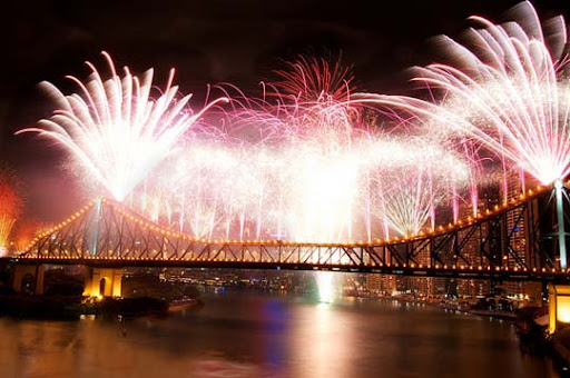 riverfire2 60+ Jaw Dropping Examples of Fireworks Photography