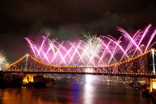 riverfire3 60+ Jaw Dropping Examples of Fireworks Photography