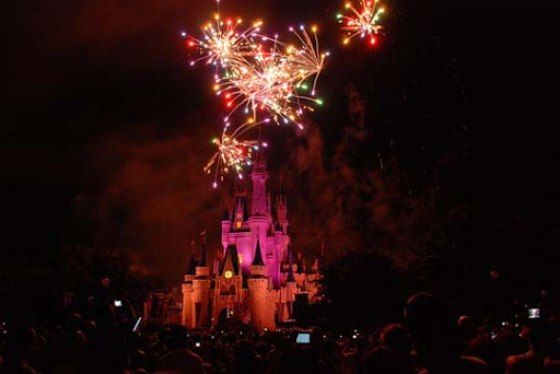 The+Magic+Kingdom+2 60+ Jaw Dropping Examples of Fireworks Photography