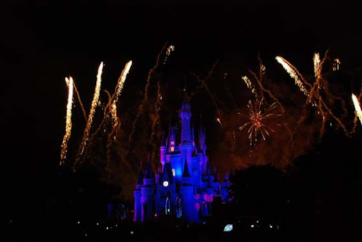 The+Magic+Kingdom+4 60+ Jaw Dropping Examples of Fireworks Photography