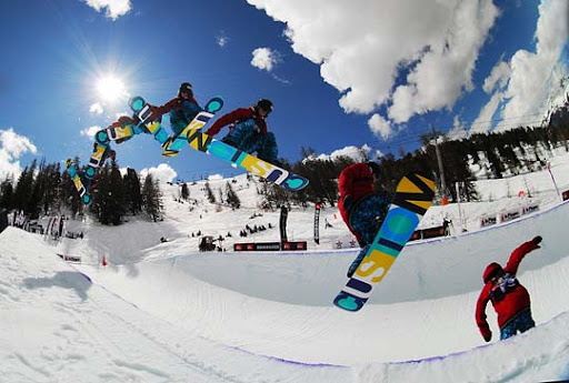 Christian+Haller+ +Sequence+Chroma+Snowboard 40 Stunning Sequence Photography Examples