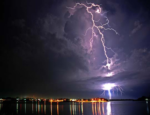Thunderstorm+at+Lago+Peten,+Flores,+Guatemala Striking and vivid Examples of Lightning Photography