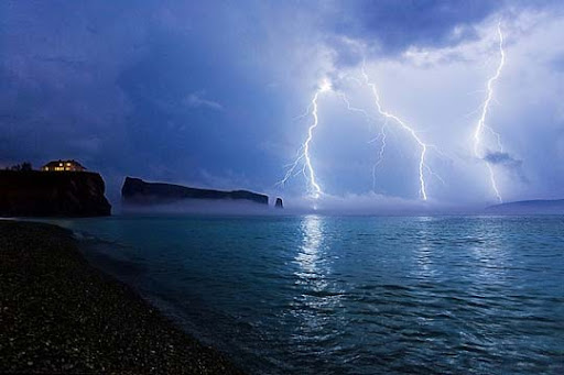 The+Perfect+Storm Striking and vivid Examples of Lightning Photography