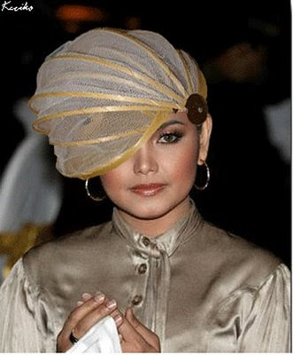 DARI DATUK SITI NURHALIZA