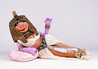 Las emocimientes aventuras de Madi la Hipopotama Parte 1 (privado) Miss+Piggy+cleopatra