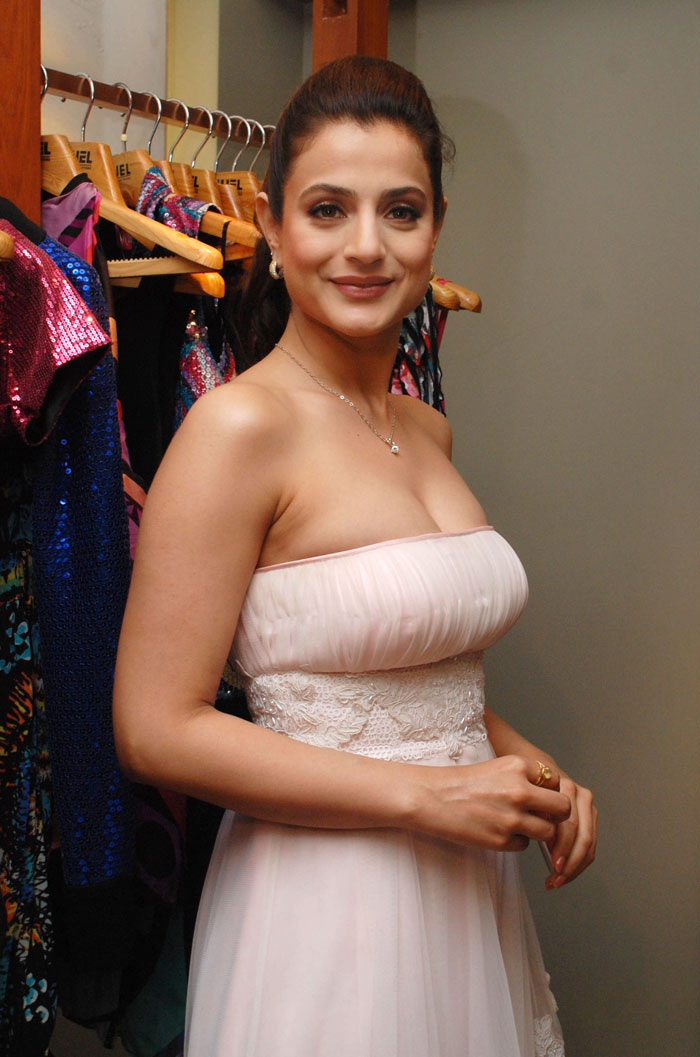 porn photos of amisha patel