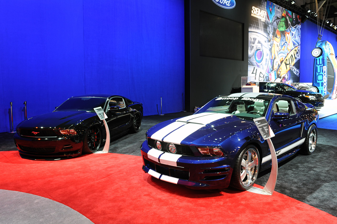 The mustang boss 302 has impressed 2010 sema visitors with a wild look coated in a choral white tri coat color designed by williams in addition the ford