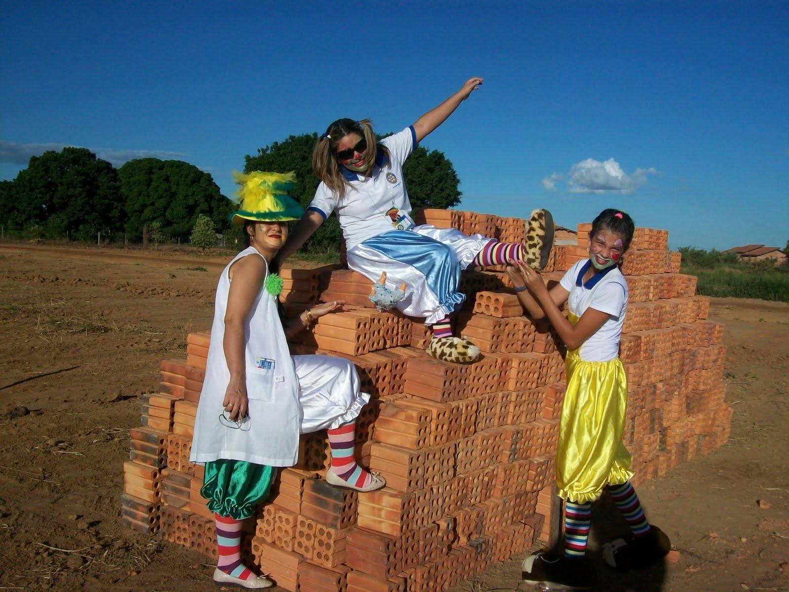 Doutoras da Alegria visitam o terreno onde inicia a construção da  #164E88 1600 1200