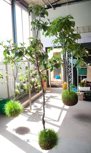 string garden invente les fleurs suspendues initiales gg. Black Bedroom Furniture Sets. Home Design Ideas