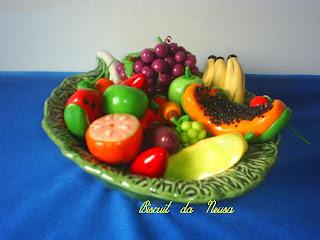 Cantinho dos Potes Decorados: Frutas e Flôres em biscuit
