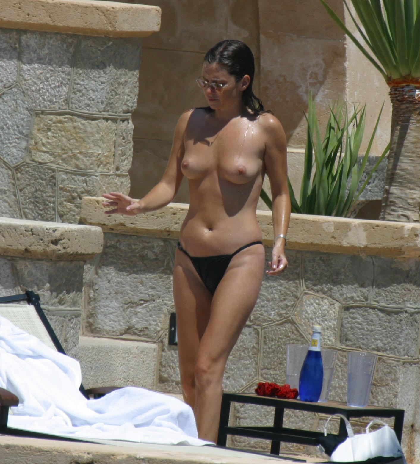 carrie underwood hot bikini