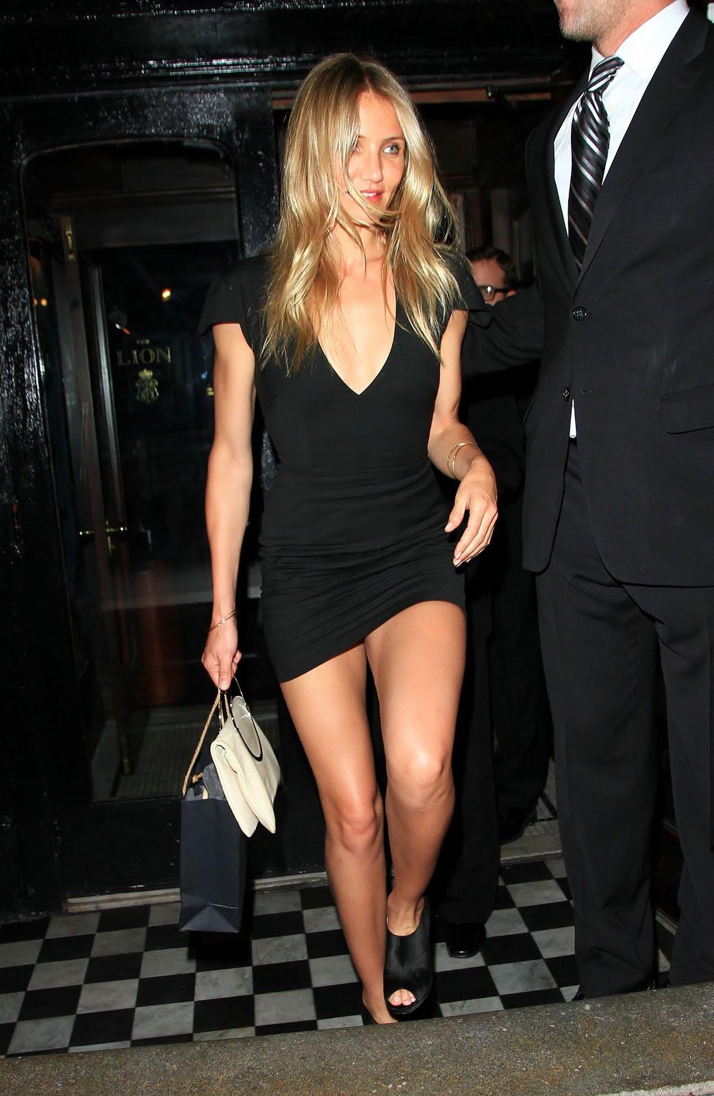 http://1.bp.blogspot.com/_5wt45Sgxoi8/TH4WLVrnO1I/AAAAAAAABHc/_AtINWnOOjs/s1600/cameron_diaz_little_black_dress_1.jpg