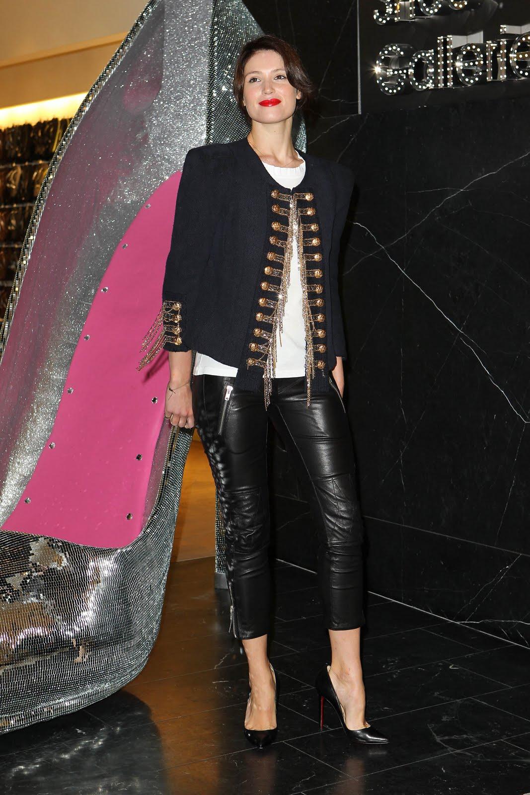 http://1.bp.blogspot.com/_5wt45Sgxoi8/TJxW2xeDUKI/AAAAAAAAChw/dFjBFOg76Rk/s1600/gemma_arterton_leather_leggings_3.jpg