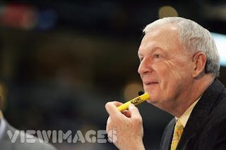 Digger Phelps holding yellow highlighter