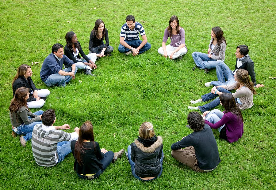 Here teen talking circle