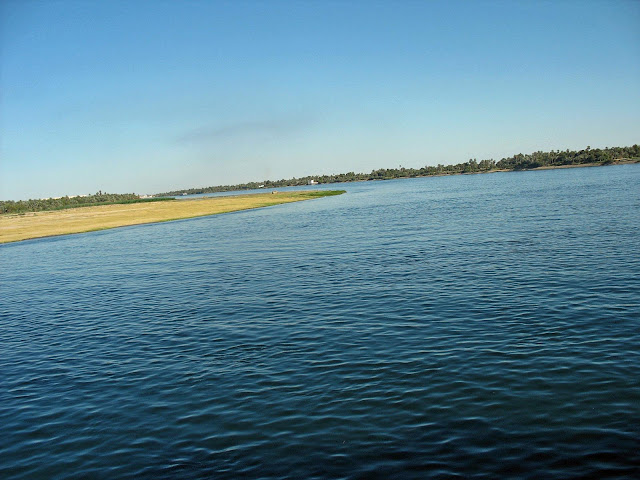 River Nile curving