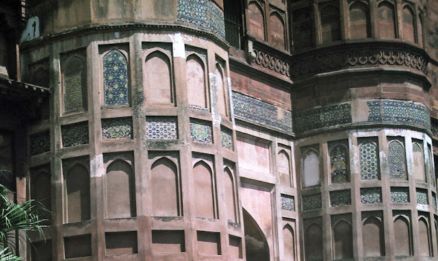 pillar designs agra fort